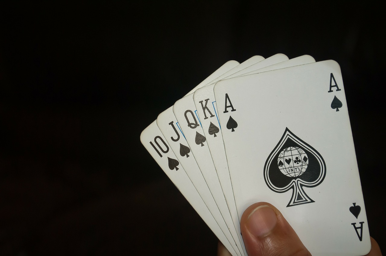 find out how to win at popular card games played in online casinos