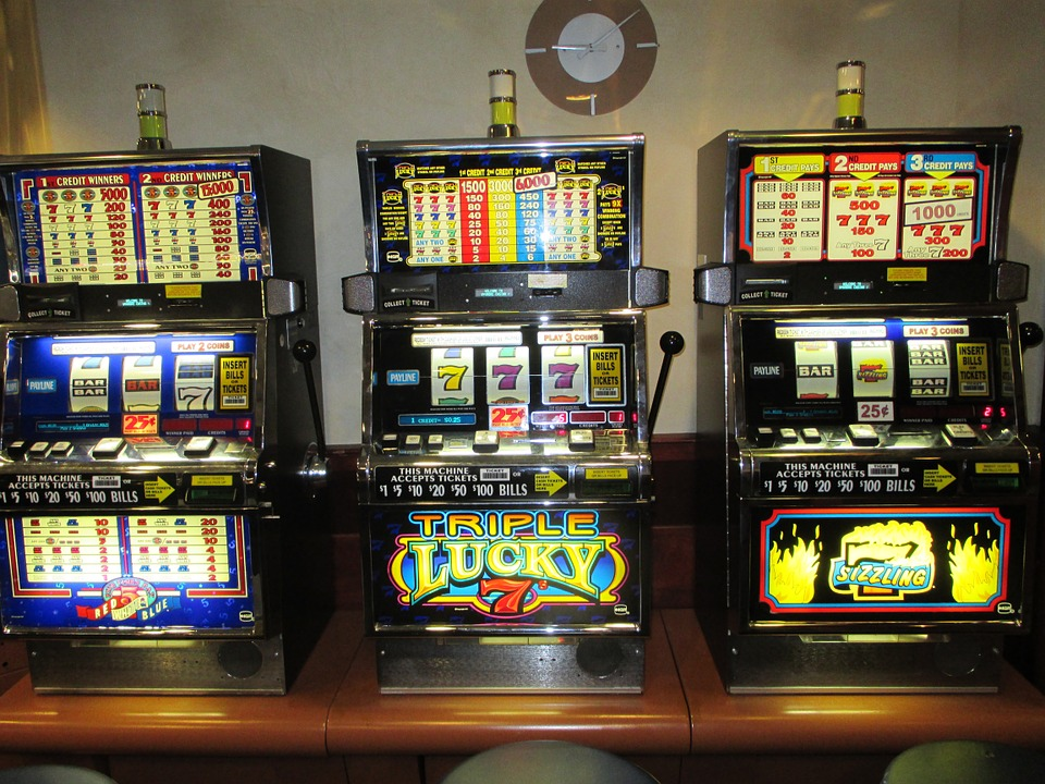 Learn the advantages and disadvantages of progressive jackpot slots to make better decisions.
